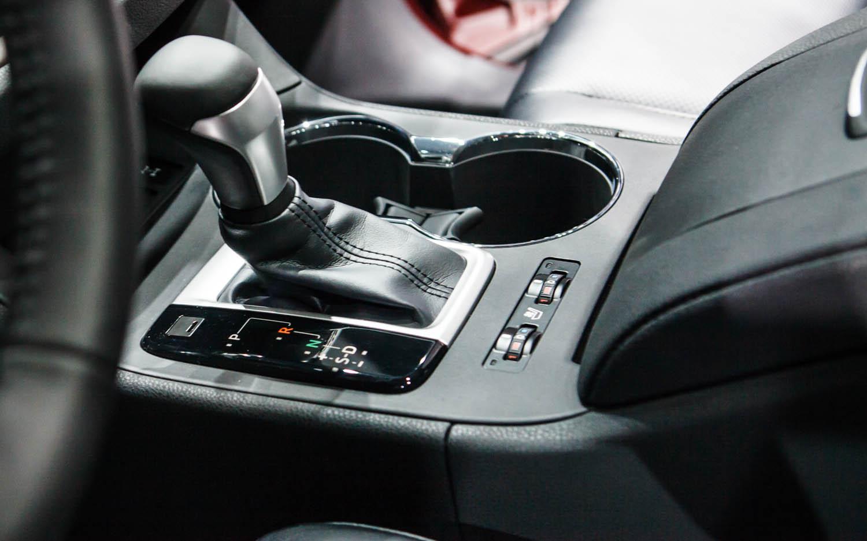 Shifter. 2014 Toyota Highlander Interior